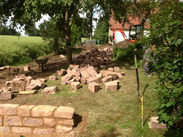Mauer bruchstein sandstein gartenbau gartengestaltung for Gartengestaltung verschiedene ebenen